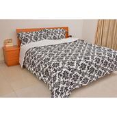 Black and White Down Alternative 3 Pc Comforter Set (Full/Queen)