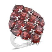 Mozambique Garnet Platinum Over Sterling Silver Cluster Ring (Size 5.0) TGW 15.47 cts.